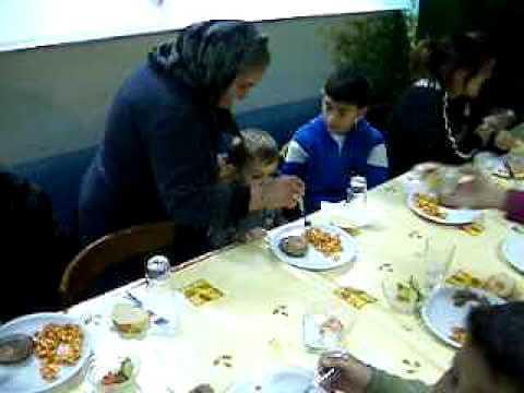 Μεσημεριανό φαγητό στο Κέντρο Προστασίας Ανηλίκων ΡΟΜ